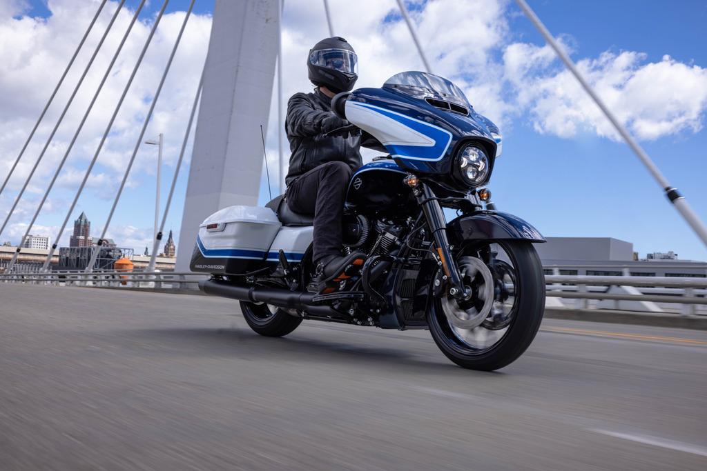 Harley-Davidson Streetglide Arctic Blast Limited Edition